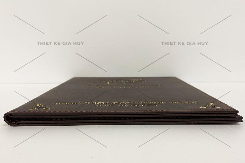 Mẫu menu bìa da đóng gáy ốc ép kim logo