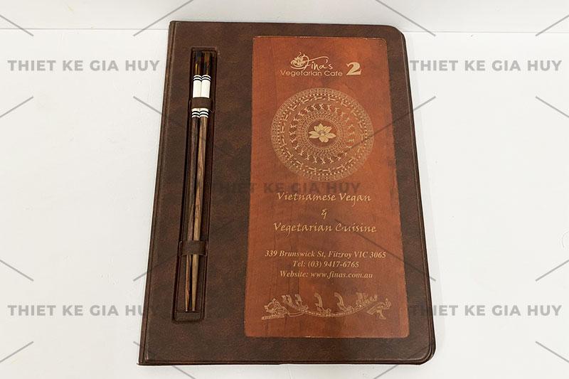 mẫu menu bìa da 1 mặt gỗ kích thước A4