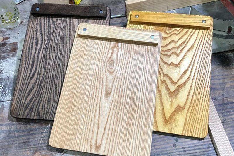 Màu menu gỗ cầm tay