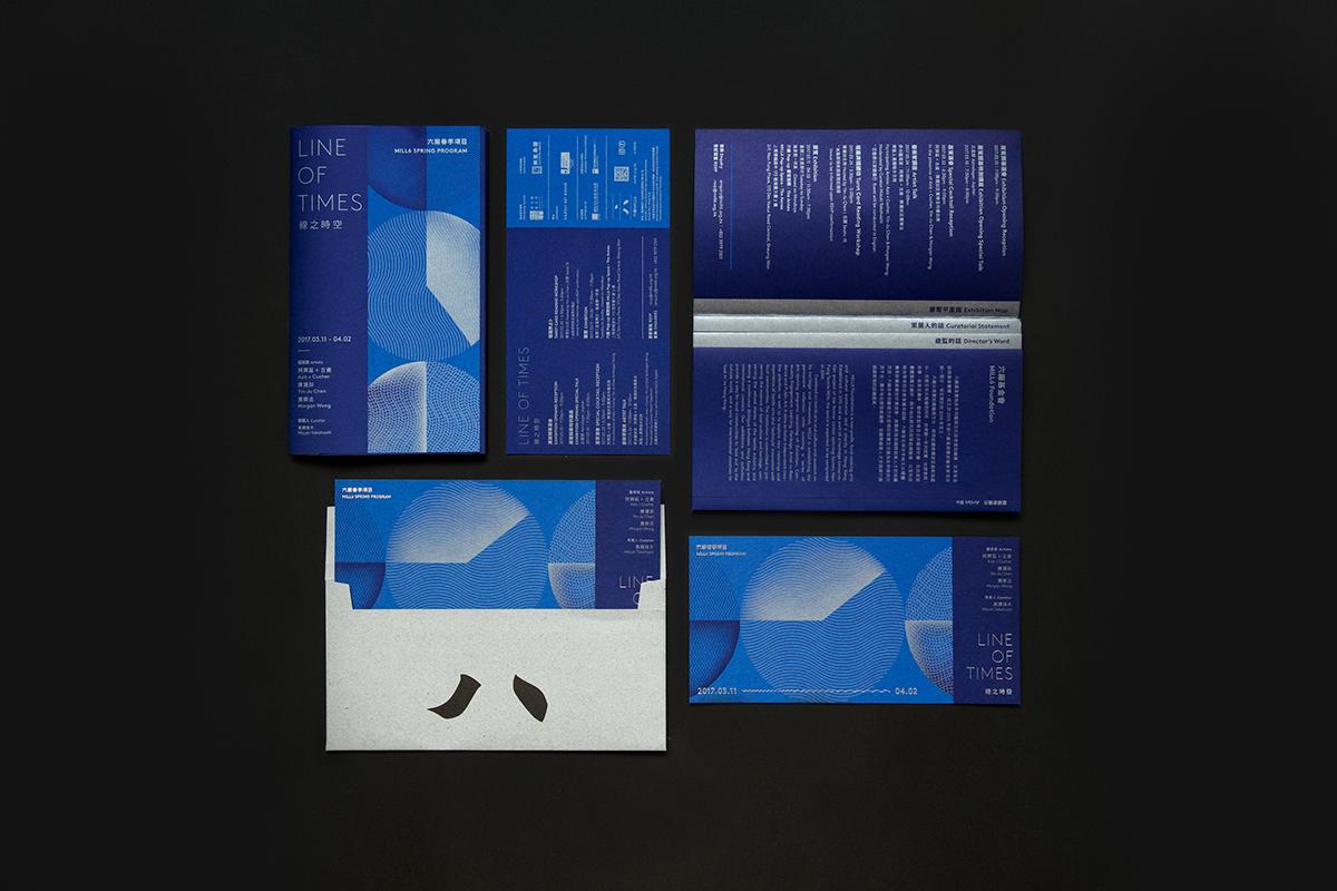 màu xanh cổ điển trong thiết kế brochure